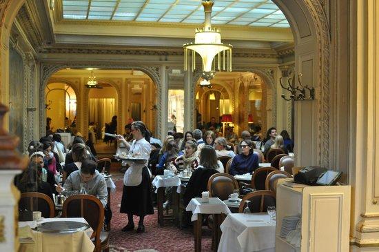 The whole ensemble a mont blanc with hot chocolate picture of angelina paris tripadvisor - Salon de the rue de rivoli ...