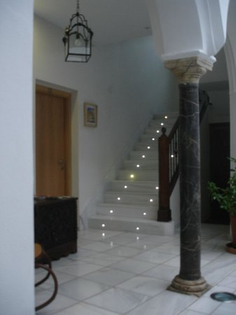 Apartamentos Turisticos Alberca: Staircase to first floor