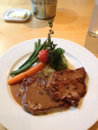Cafe Bistro du Cap: Steak with Green Pepper Sauce