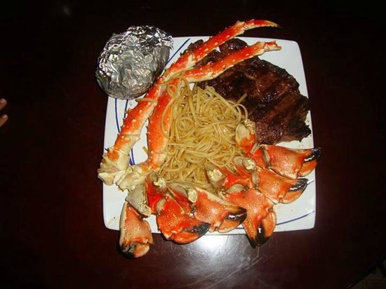 Hector's Bar and Italian Restaurant: Alaskan Snow and Rock Crab with tenderloin