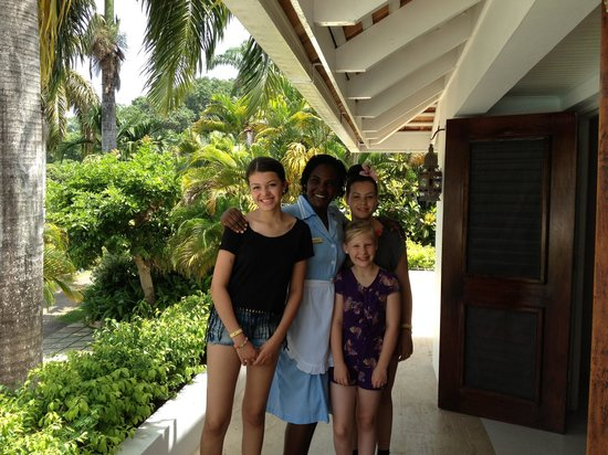 Round Hill Hotel & Villas : My 3 daughters with Angela at villa 6