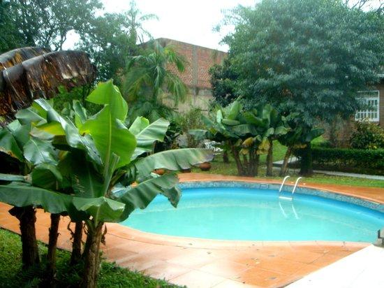 La Sorgente Hotel Posada: piscina rodeada de maravillosa vegetación