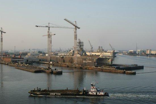 Sheraton Norfolk Waterside Hotel: US naval ships in drydock, taken out the window