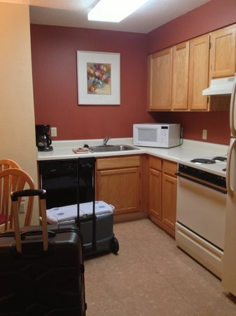 Residence Inn Phoenix Mesa: Kitchen area in 2 bedroom suite