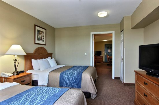 Comfort Inn & Suites: Two Room Two Beds Suite