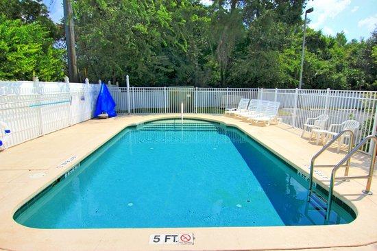 Comfort Inn & Suites St. Augustine: Pool