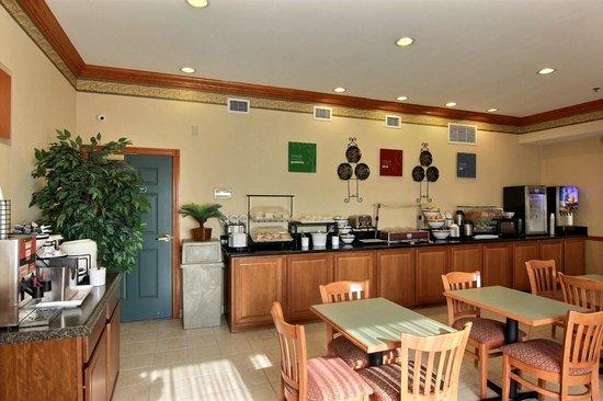 Comfort Inn & Suites St. Augustine: Breakfast Area