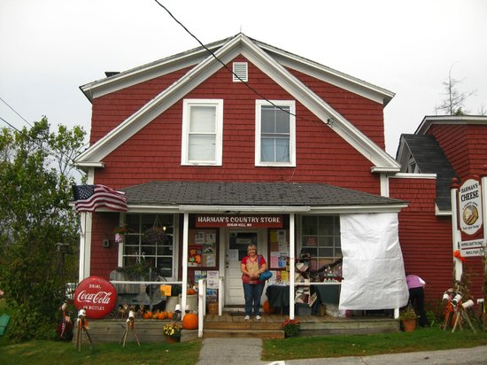 Harman's Cheese & Country Store: Quaint Harman's Country Store, Sugar Hill, NH