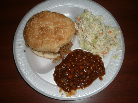 Big Bill's Low Country Bar-B-Q: BBQ Port, Baked Beans, Coleslaw