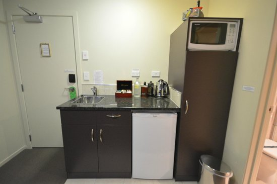 B-K's Palmerston North Motor Lodge: Kitchenette