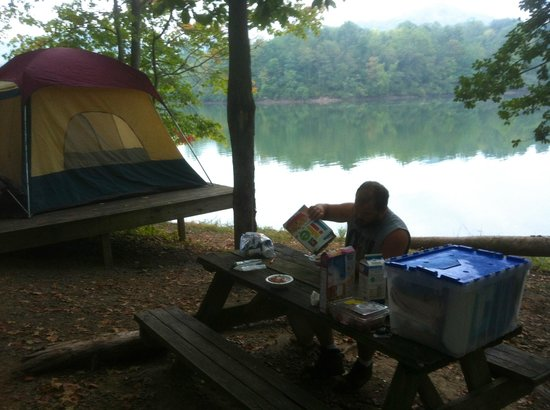 Stonewall Resort: Breakfast in the morning at the tent site.