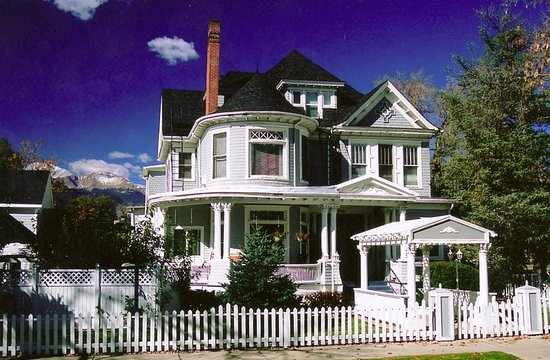 The St. Mary's Inn: 14bedroom Victorian Mansion- Downtown