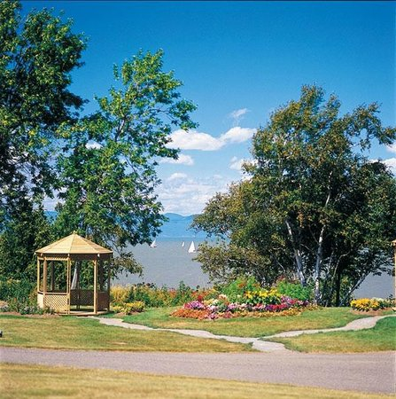 Le Faubourg : St.Lawrence River