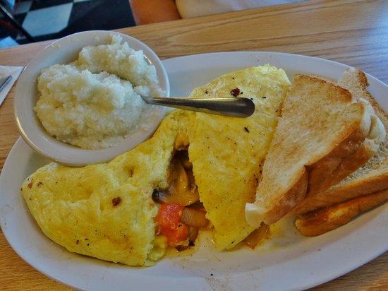 Charlie's Cafe: Veggie Omelet w/grits & toast