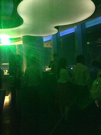 EON Heli Bar: Good DJ