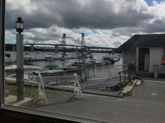 Kennebec Tavern & Marina: View from dining room