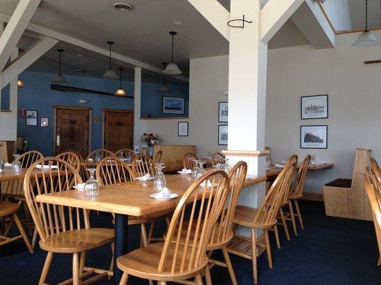 Kennebec Tavern & Marina: Inside dining