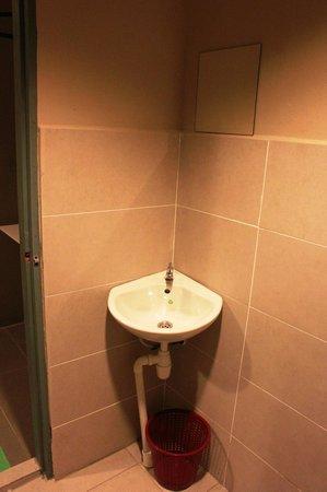 T Hotel : Bathroom