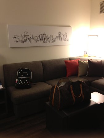 HYATT house Atlanta/Cobb Galleria: Living room in Suite