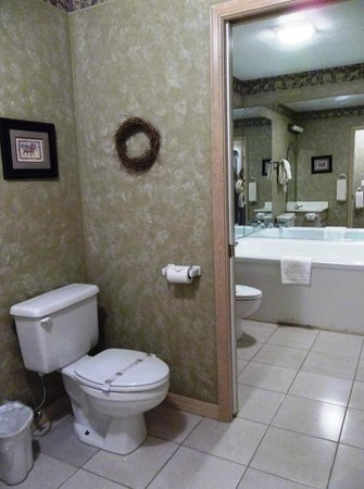 Crown Point Resort: View from front bath area to rear bath area