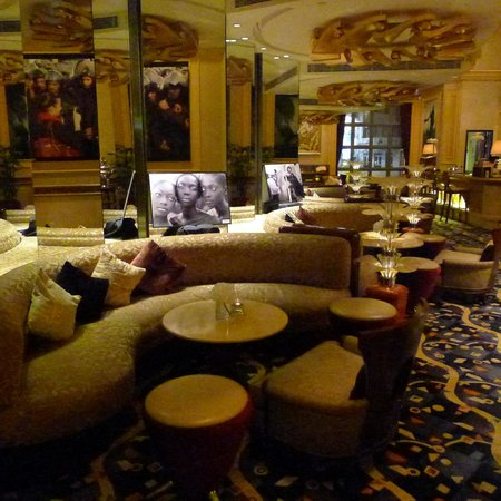 Great decor at the Rendezvous Lounge at Sofitel Macau at Ponte 16