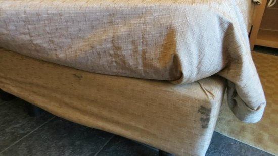 Meridiana Country Hotel: Dirty Bed