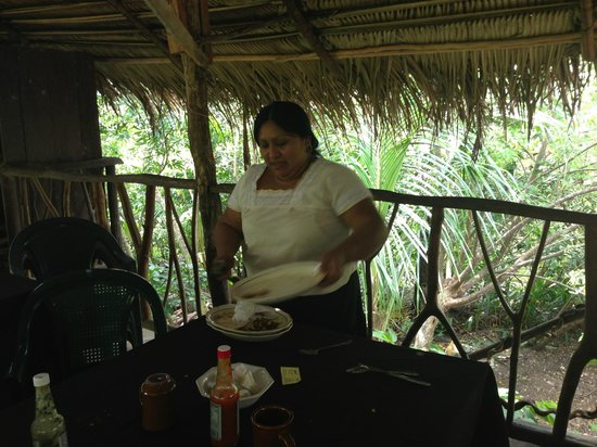 Cayequest Private Tours: abelina, wonderful cook at ixcacao