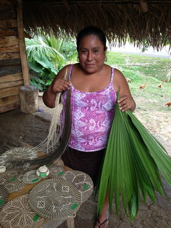 Cayequest Private Tours: visit to mayan village to see handmade baskets made by palm trees