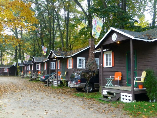 Maple Lodge Cabins and Motel: Cute, Homey Cabins