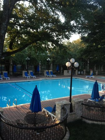 Inn of the Hills Hotel & Conference Center: View of the pool