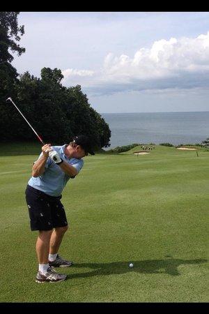 Ria Bintan Golf Club: Hitting out to sea - the 8th at Ria Bintan GC