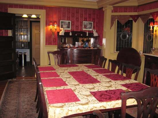 Thornhedge Inn: The Dining Room