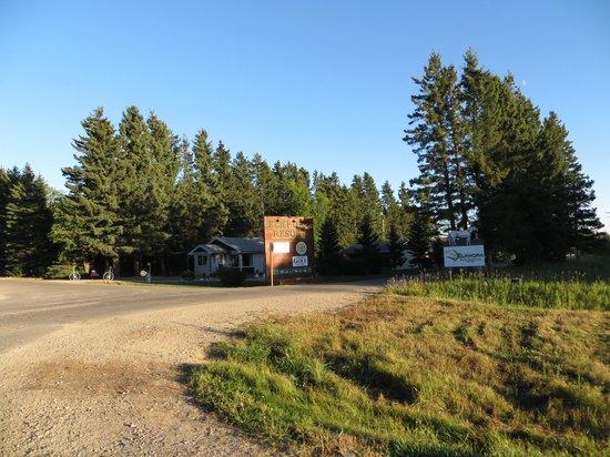 Elkhorn Resort Spa & Conference Centre: Entrace