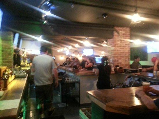 O'Donovan's Restaurant & Pub : Full pub