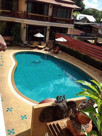 At Chiang Mai Hotel : Swimming Pool