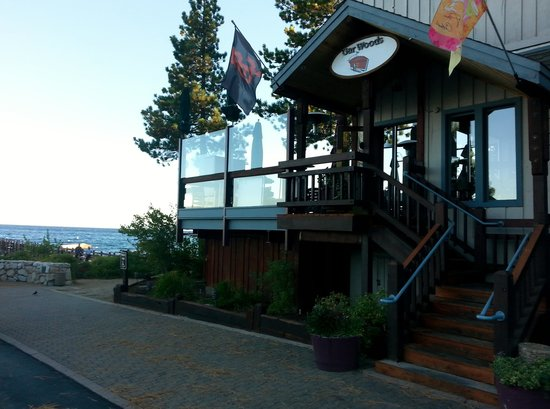 Gar Woods Grill & Pier Restaurant: Entrance to Gar Woods