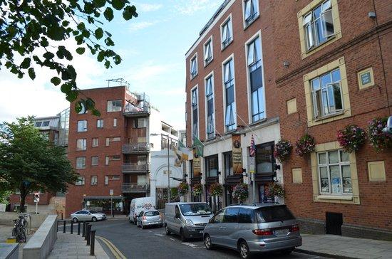 Handels Hotel Temple Bar: Quiet side street