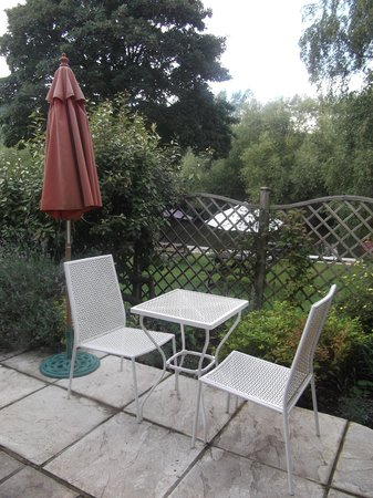 Toad Hall Guest House: Patio