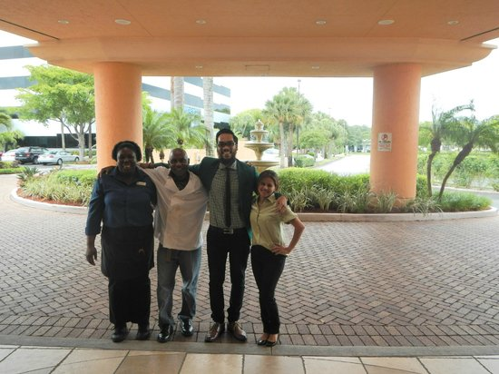DoubleTree by Hilton Hotel West Palm Beach Airport: Pic with the staff