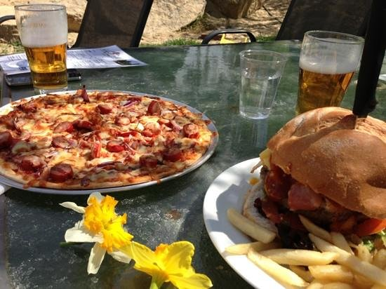 Rose Cottage Canberra: cottage burger and meat lovers pizza