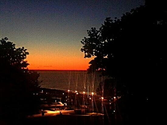 Harbor View Grill: Sunset view from the outside table for two