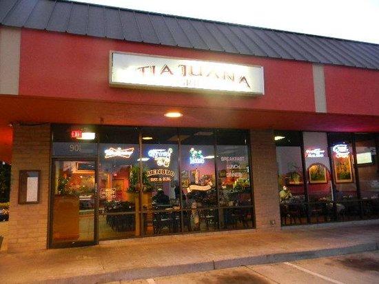 TIA Juana Restaurant: front from outside