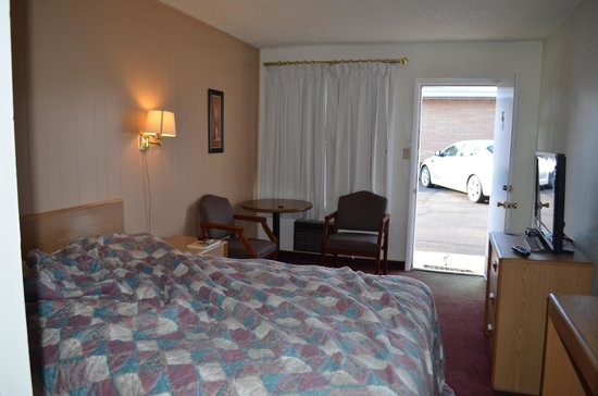 Church's Blue Pine Motel: View from the bathroom