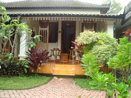 Guru Ratna Homestay: Colonial Dutch Rooms
