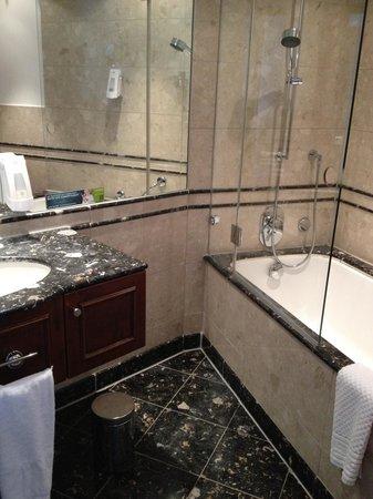 Lindner Hotel & Residence Main Plaza: bathroom