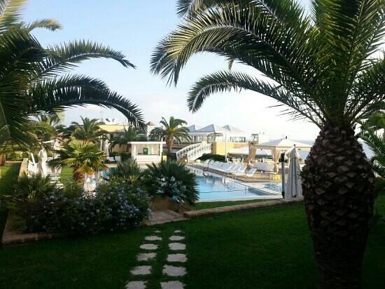 Hotel Venus Sea Garden : piscina e ristorante sullo sfondo