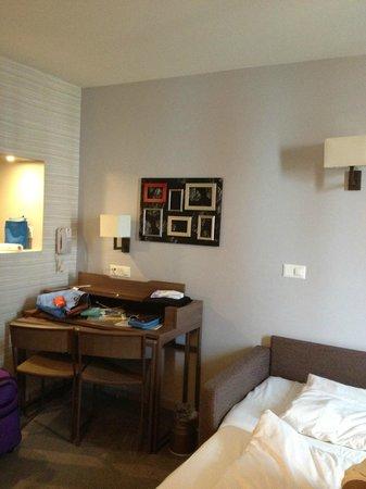 Aparthotel Adagio Basel City : Desk area