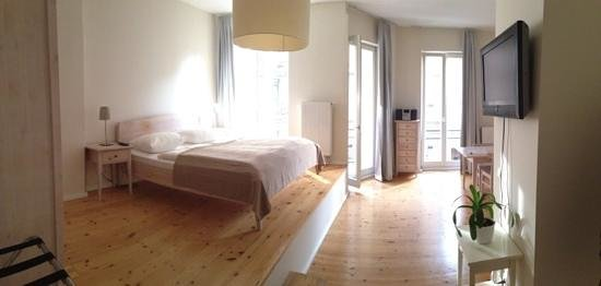 Schoenhouse Apartments : Room 110 ('Senior I')