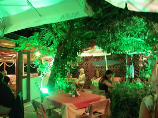 Taverna Kabos Cavos: Looking into the outside area