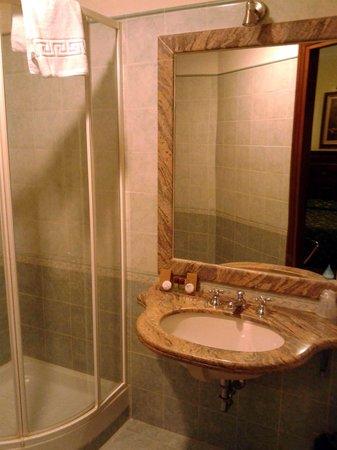Aurora Garden Hotel : Il bagno